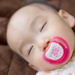 昼寝をする赤ちゃん